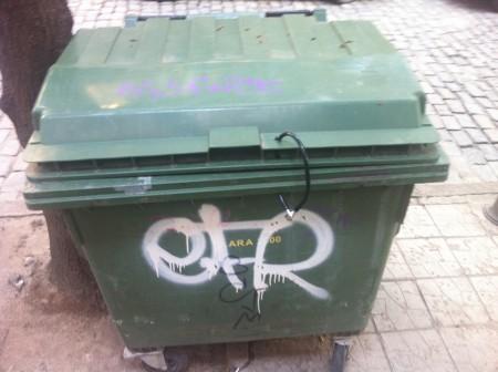 Кофа за боклук с катинар | Снимка:kiro.bg
