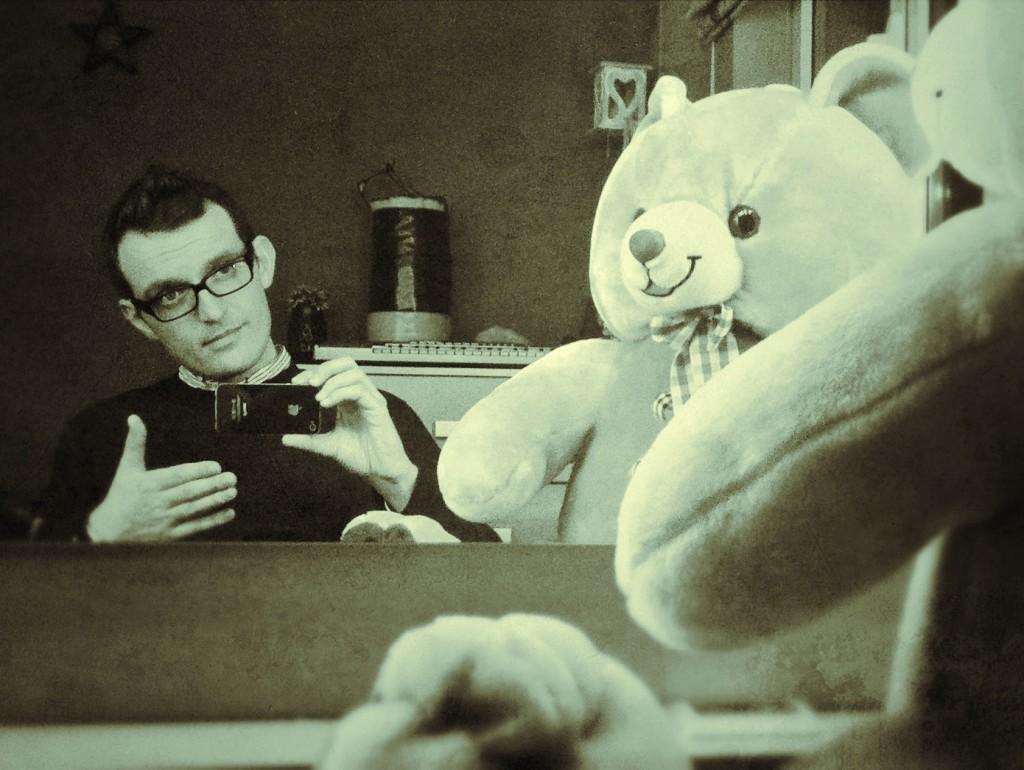 Киро в интервю с плюшена мечка