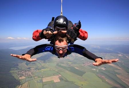 Киро с парашут